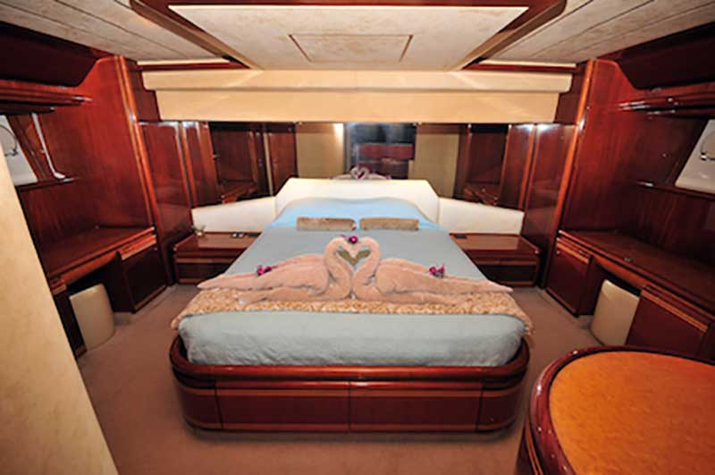80-FT-Ferretti-Power-Yacht-Up-to-30-People-Guest-Stateroom