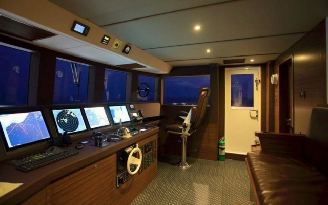 150-ft.-Luxury-Power-Yacht-–-Up-to-200-People-helm