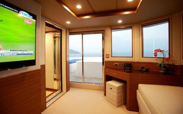150-ft.-Luxury-Power-Yacht-–-Up-to-200-People-interior2
