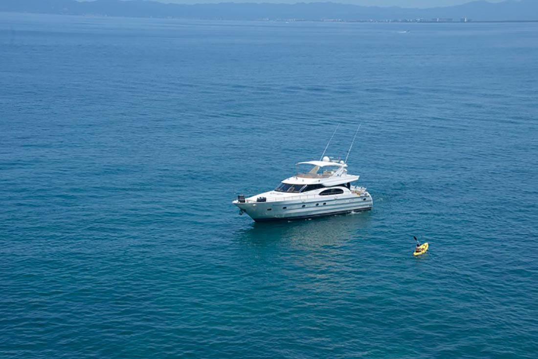 65-FT-Vitech-Power-Yacht-Up-to-25-People-Bay-Anchorage