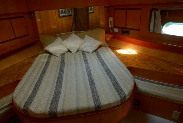 65-FT-Vitech-Power-Yacht-Up-to-25-People-Guest-Stateroom