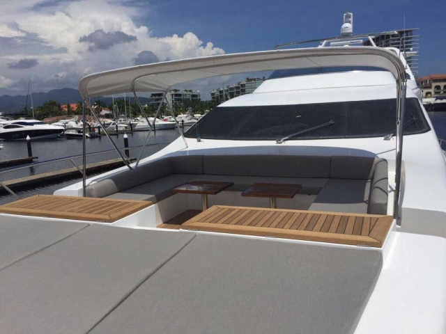 Azimut-98FT-Leonardo-Redesigned-Bow-with-Lounges-table-Shade