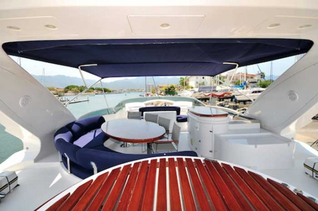 Azimut-98FT-Leonardo-Shaded-Fly-bridge-with-Different-Lounges-Table-wet-bar-Grill