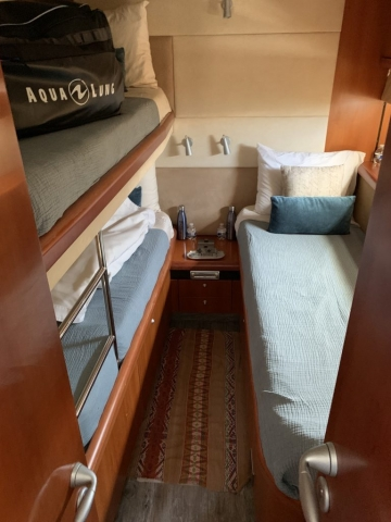 Sunseeker de 76 pies – Yate a Motor - Guest Cabin with bunks